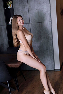 Fiona Topmodel Escort Model Berlin for demanding hotel appointments with body insemination