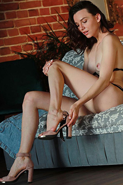 Aenna Nymphomaniac Top Escort Berlin Dream Woman for Holidays with Poppen