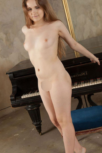Mimi Nymphomaniac Top Escort Berlin Dream Woman for perfect escort service and hand relaxation