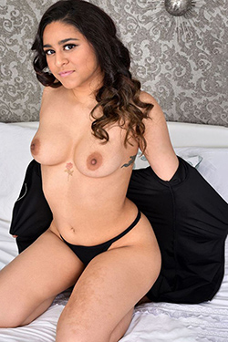 Larina seductive escort model Berlin for spontaneous affair with traffic also several times