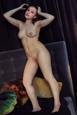 Ilaria young and shy VIP escort lady in Berlin for messy sex meeting with house, hotel or office