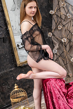 Uliana experienced Berlin's high class escort model for sensual travel partner and finger games gentle