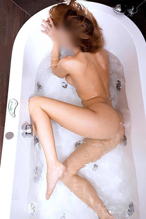 Carla - Zeigt sich gerne Nackt und will immer Sex haben