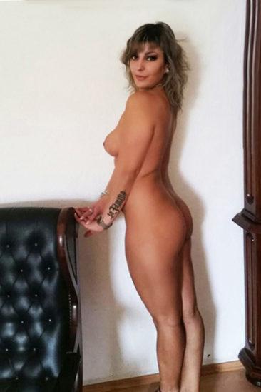 Reife Escort Dame Linda ist sehr diskret & intim