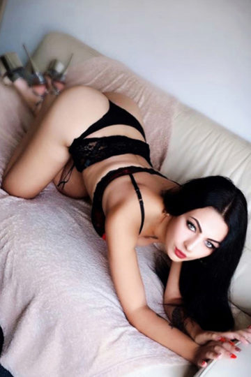 Karina Elegant Escort Ladie Berlin With Pouty Lips Offers Anal Sex In The Hotel