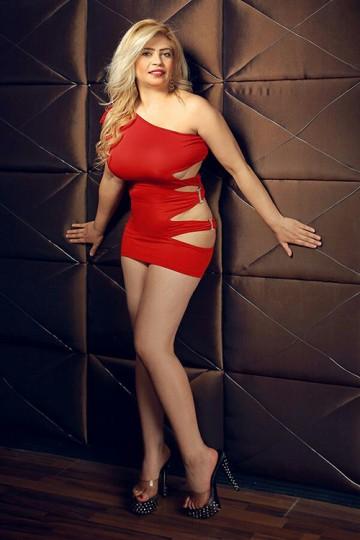 Pamela a horny Super gros seins gâté avec AV Sexe