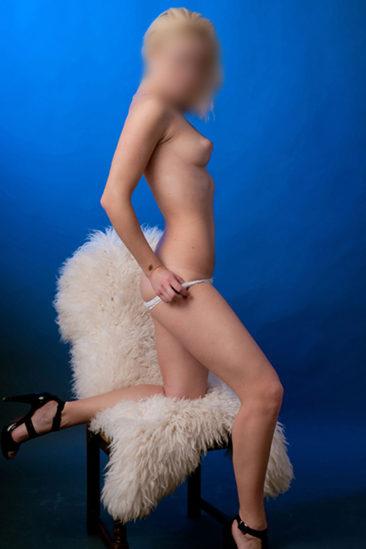 Sesil – Junges VIP Escort Model super zierlich sucht Sexuelle Dates in Berlin