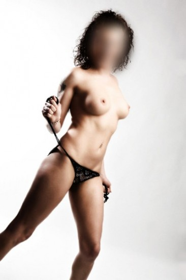 Top Escort Model Tedy bietet Sex in Berlin